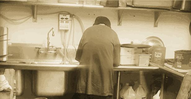 Bezdomny w kawiarni